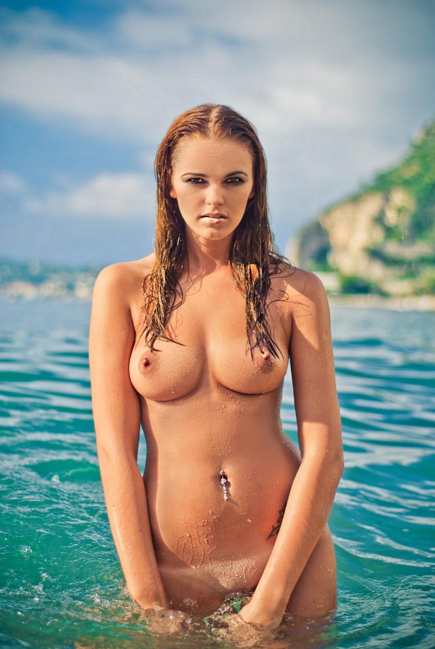 Outdoor nude shooting