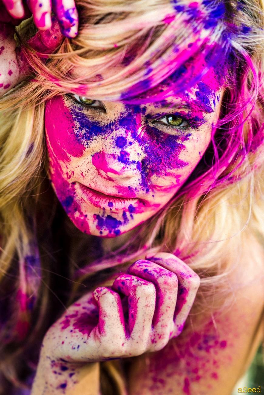Gwendoline Holi color  pink/violet