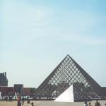 Le palais du Louvre et les pyramides