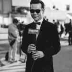 Interview devant le palais