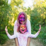 Lifestyle : Holi rainbow family