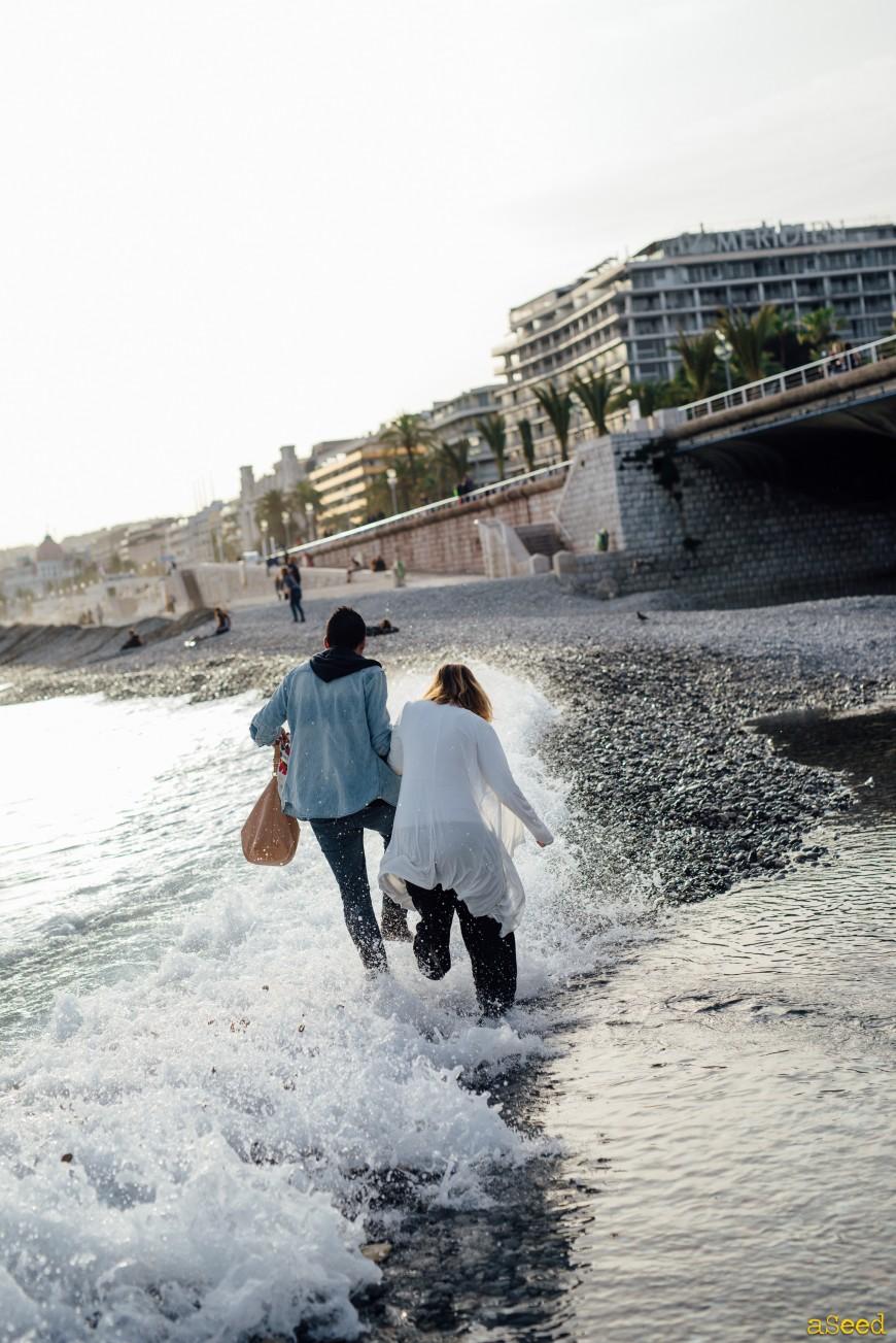 Séance photo de grossesse à Nice bor de mer