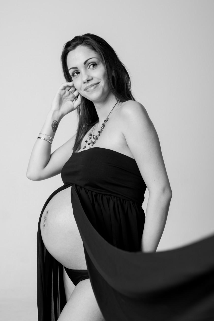 Seance photo grossesse studio Nice noir et blanc (6)